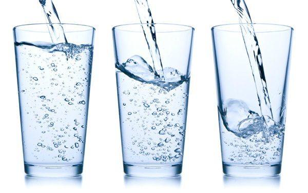 perdere perso bevendo acqua