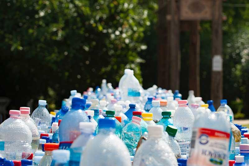 inquinamento-bottiglie-plastica